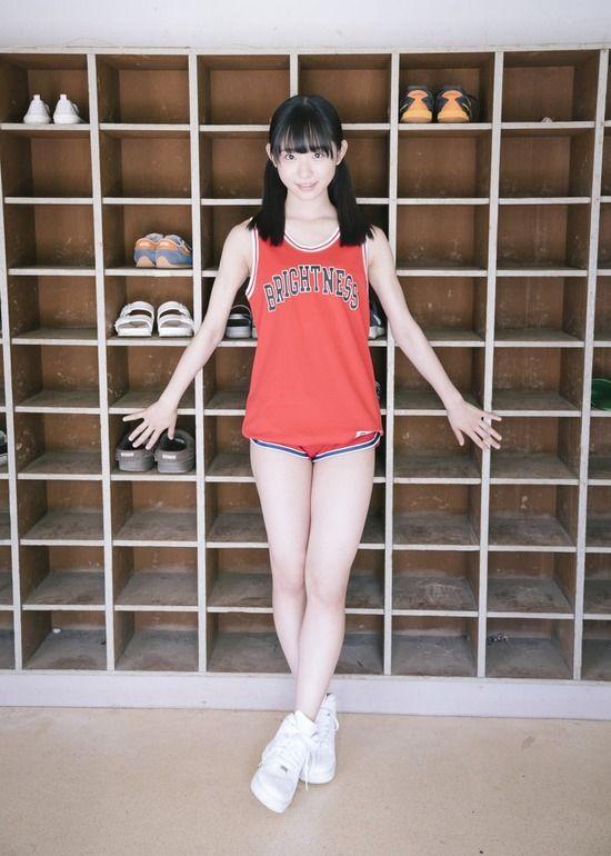 AKB48山内瑞葵(16)黒髪ロリ美少女のグラビアが抜けるww【エロ画像】