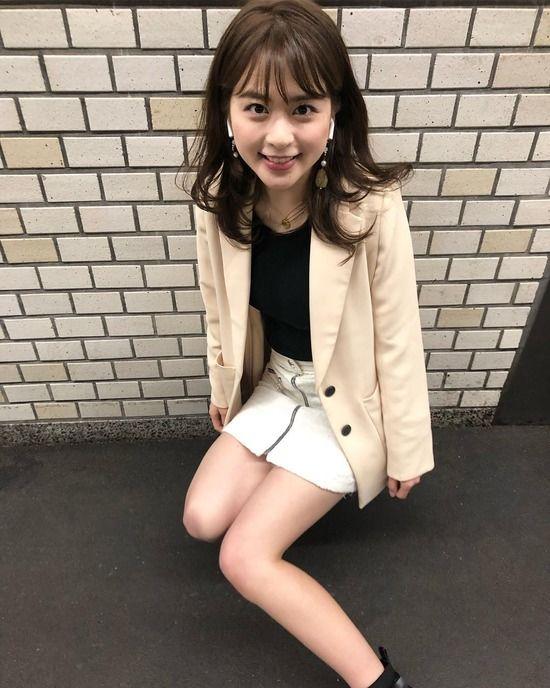 沖田愛加(22)のパンツ見えそうなミニスカ姿がぐうシコww【エロ画像】