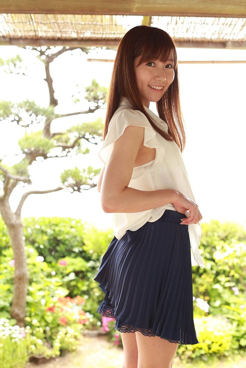 SKE・加藤智子(27)がDVDでパンツ丸見せwww尻肉見えすぎ美脚エロ過ぎwww【エロ画像】