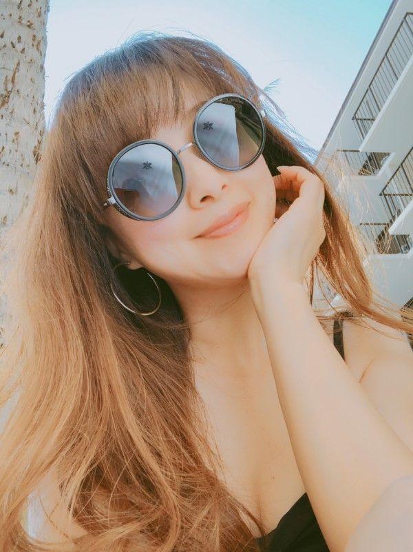 渡辺美奈代(49)の美熟女の胸チラ谷間が見える水着姿がエロいww【エロ画像】