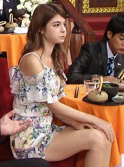 しゃべくりでマギー(22)がエロ過ぎる美脚披露www声かわいすぎ【エロ画像】