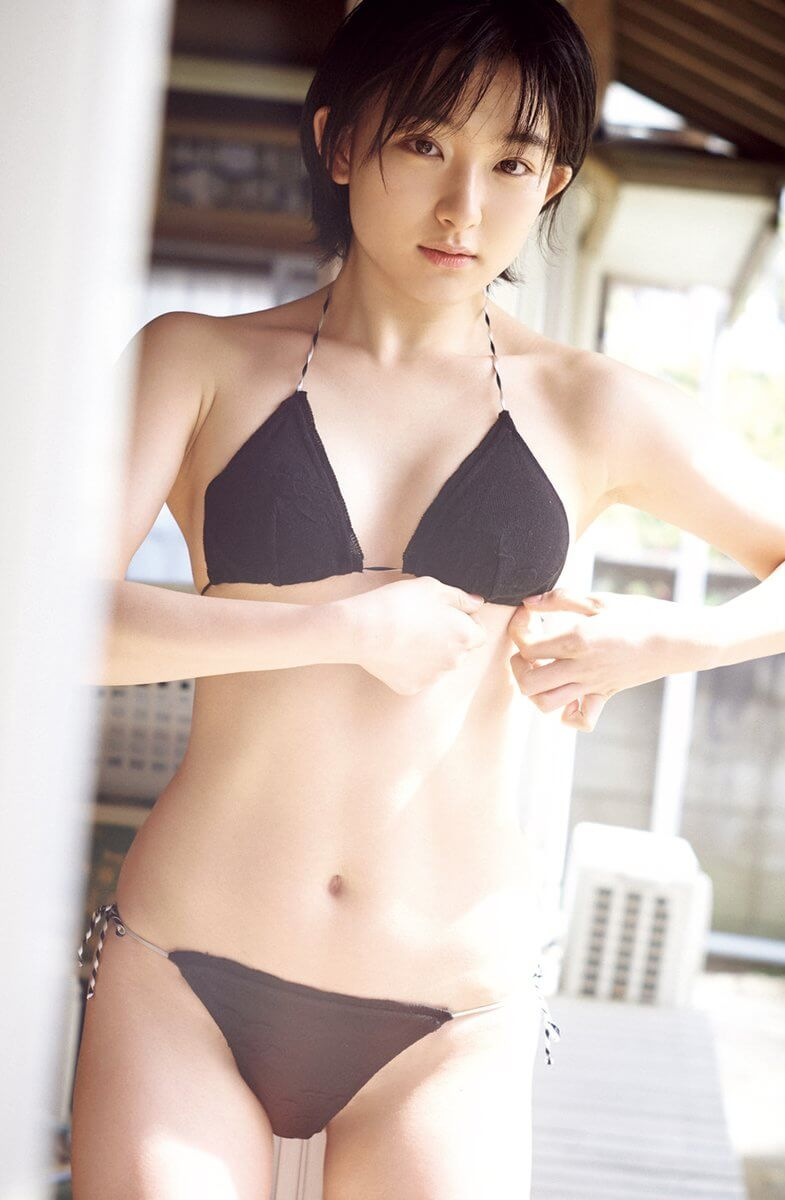 早乙女ゆう(20)の華奢なスレンダーボディに巨乳がエロい水着姿ww【エロ画像】