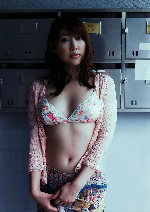 安めぐみ(35)グラビア復帰も示唆した癒し系人妻ww【エロ画像】