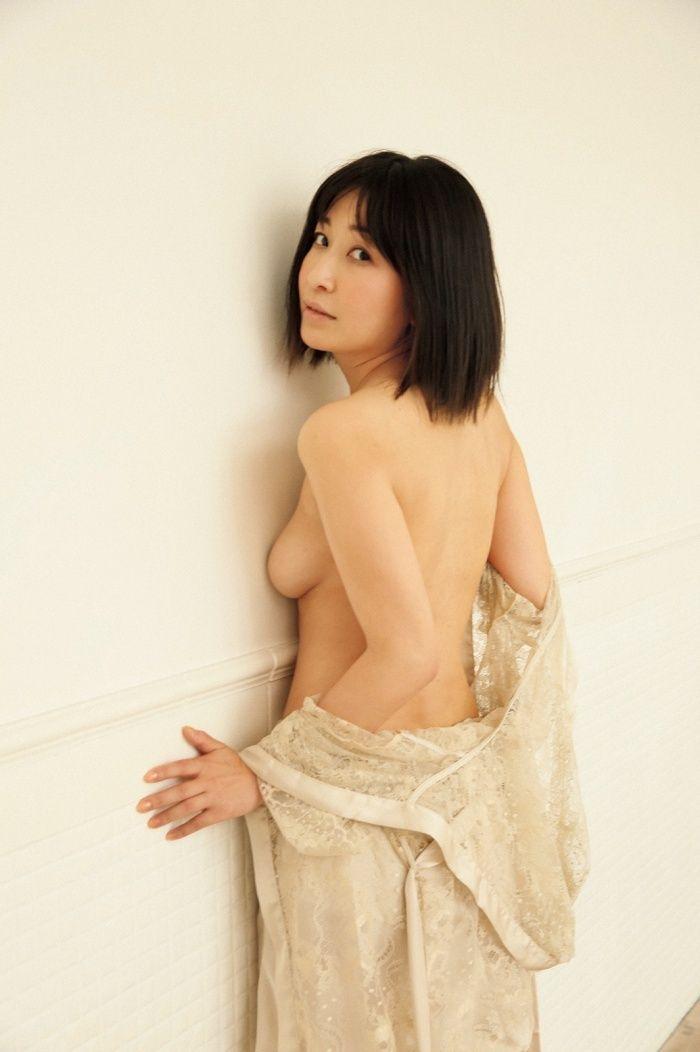 小野真弓(36)セミヌード公開の写真集が抜けるww【エロ画像】