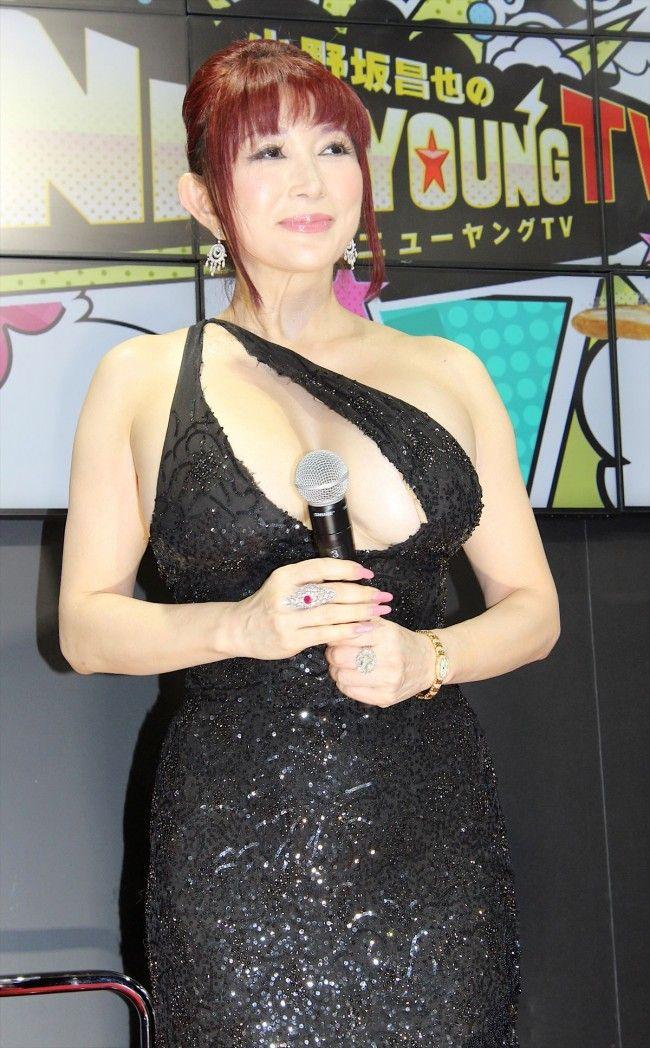 叶姉妹が東京ゲームショウ2017でセクシードレス姿を披露ww【エロ画像】