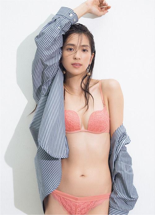 中村アン(30)の最新ピーチジョンの下着姿がぐうシコww【エロ画像】