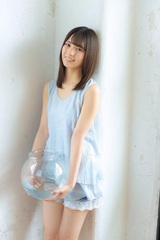 小坂菜緒(16)の透明感が半端ないショーパン姿のグラビアがエロいww【エロ画像】