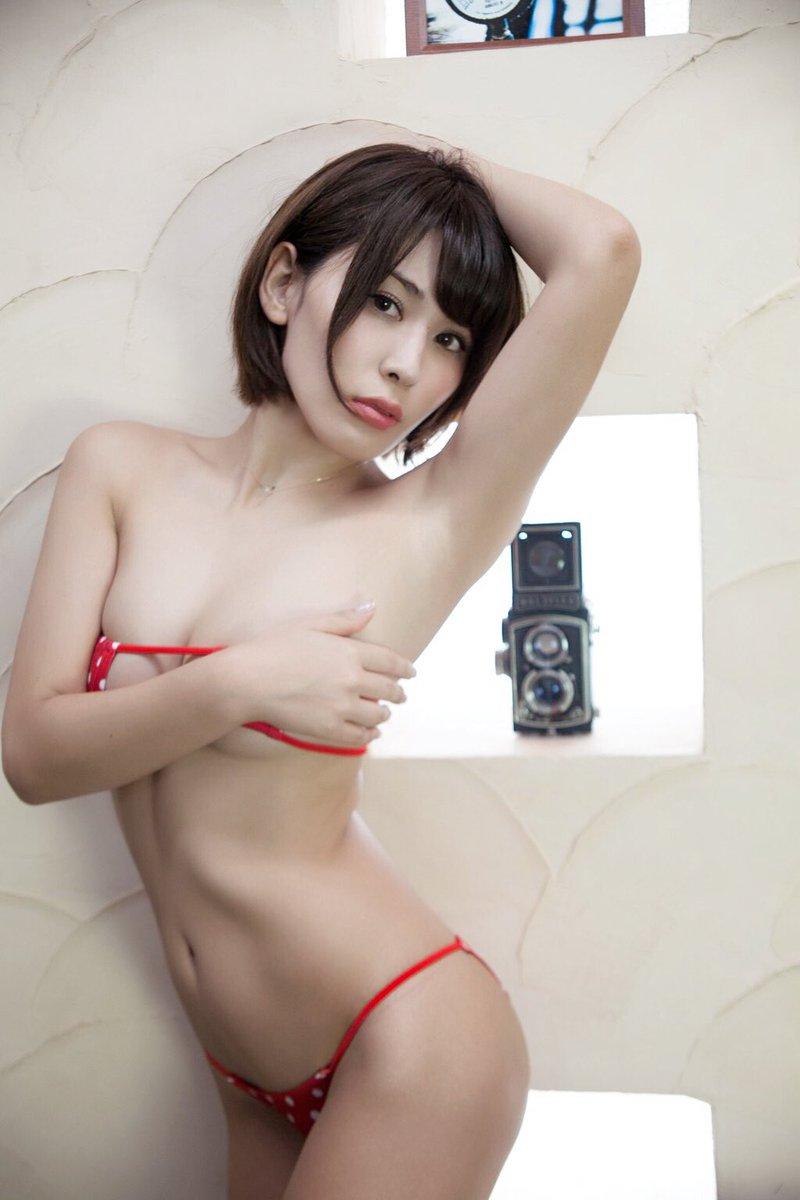 金子智美(27)ツイッターもグラビアも過激な元AKBグラドルが抜けるww【エロ画像】