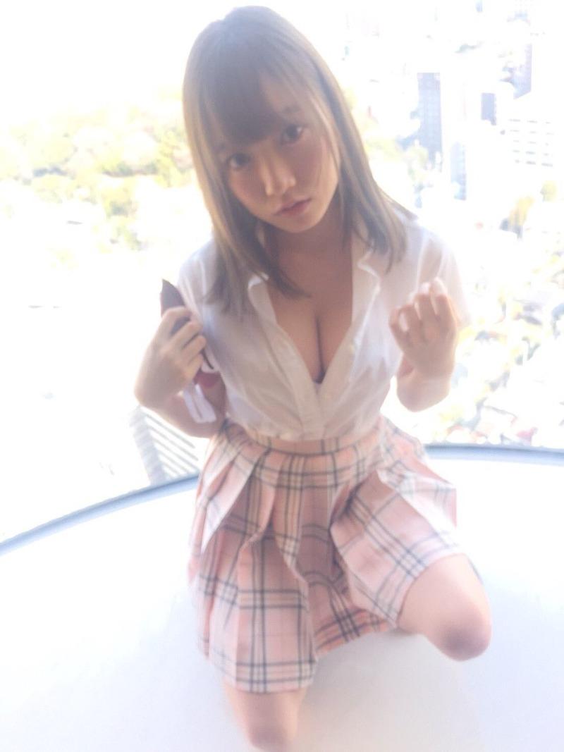 夢アド京佳(18)の自画撮りの巨乳胸チラがぐうシコwww【エロ画像】