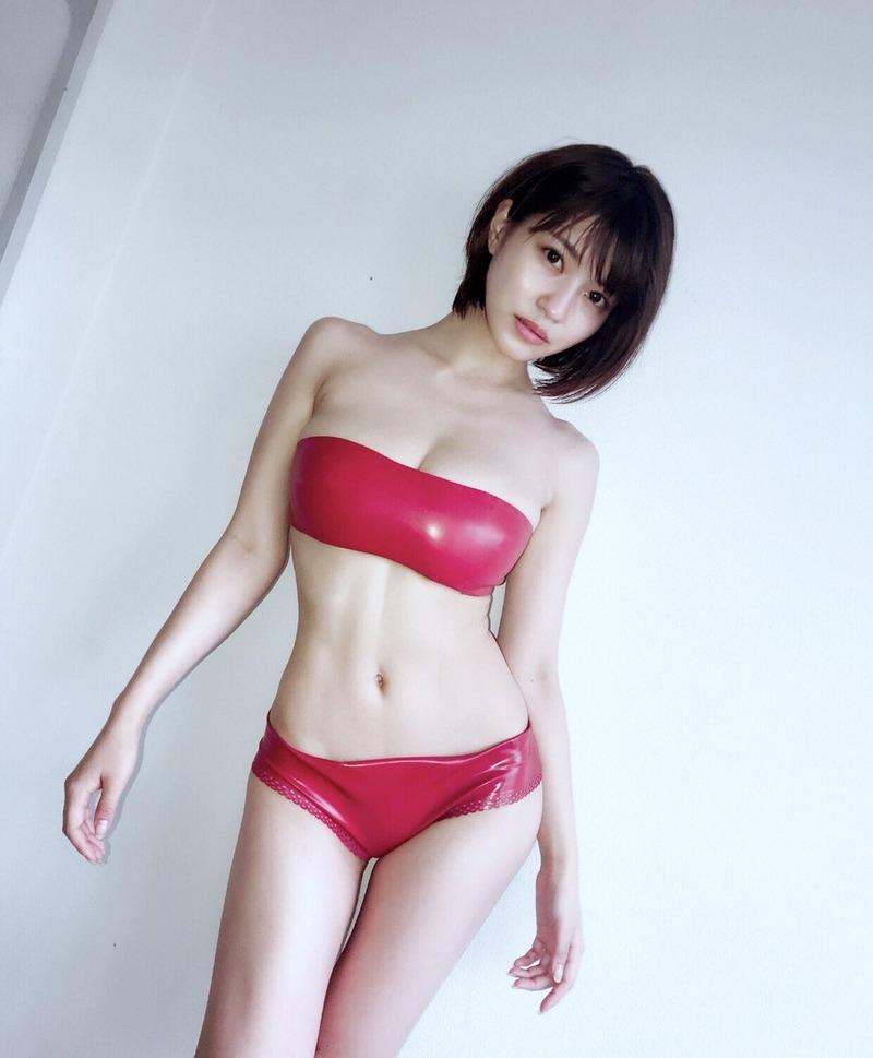 岸明日香(26)赤のボンデージ姿がセクシーで抜けるww【エロ画像】
