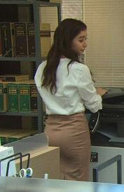 新木優子(24)のタイトパンツのお尻がエロいww【エロ画像】