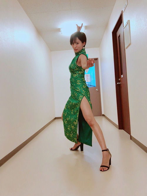 夏菜(29)のチャイナドレス姿の生足太ももがぐうシコww【エロ画像】