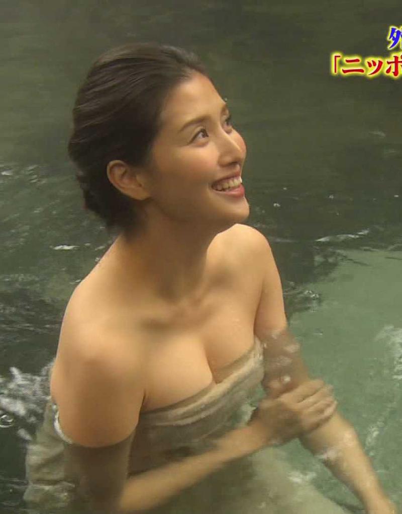 橋本マナミ(33)入浴シーンの胸チラ谷間がぐうシコww【エロ画像】