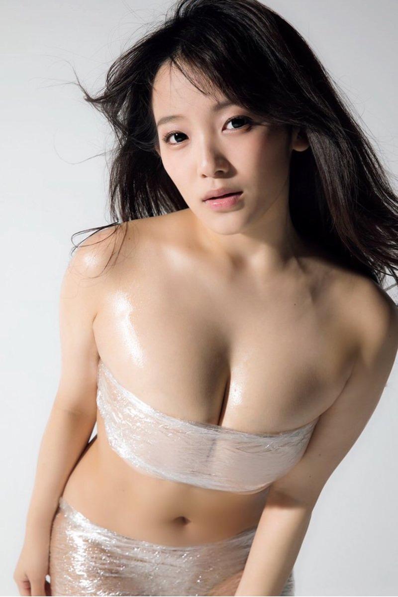 天木じゅん(22)のサランラップおっぱいグラビアがぐうシコww【エロ画像】