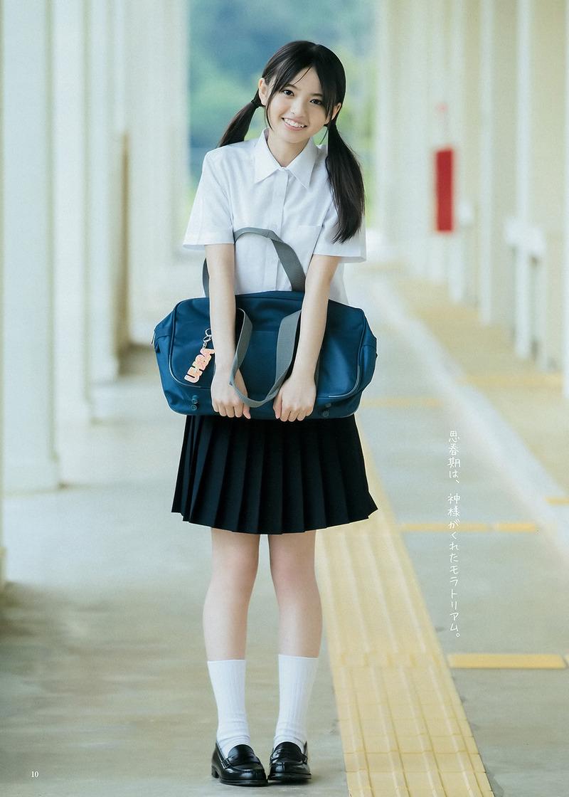 乃木坂・齋藤飛鳥(17)のミニスカ制服姿がたまらん!現役JKの太ももが眩しい【エロ画像】