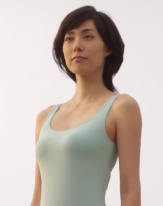 女優・吹石一恵(32)が新CMでおっぱい揺らしてるwww谷間エロ過ぎシコタwww【エロ画像】