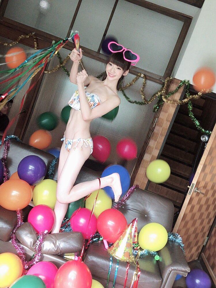 荻野由佳(19)の水着オフショットに寝姿がエロいww【エロ画像】