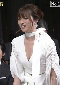 深田恭子(36)の大胆純白ドレスの胸チラ谷間がぐうシコww【エロ画像】
