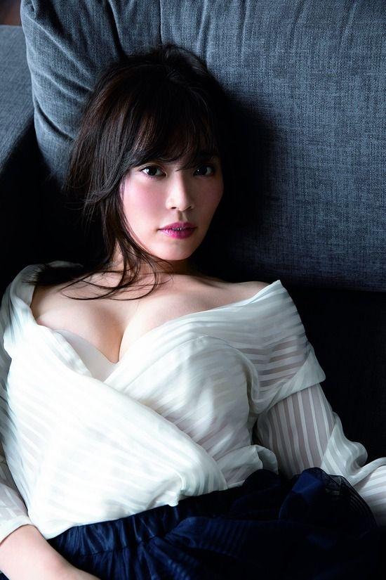 松本圭世(29)の美バスト解禁袋とじグラビアがエロいww【エロ画像】
