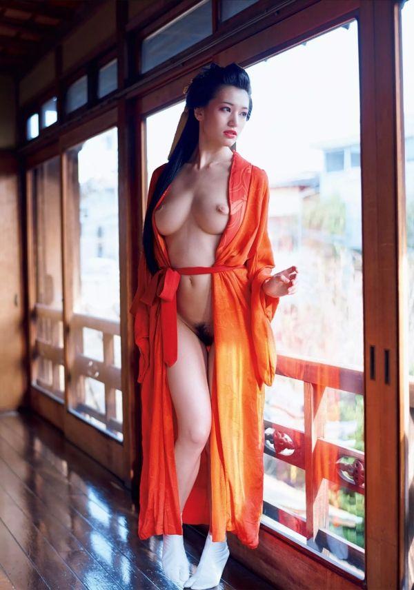 高橋しょう子(23)花魁ヌードがぐうシコ!たかしょー陥没乳首が相変わらず卑猥ww【エロ画像】