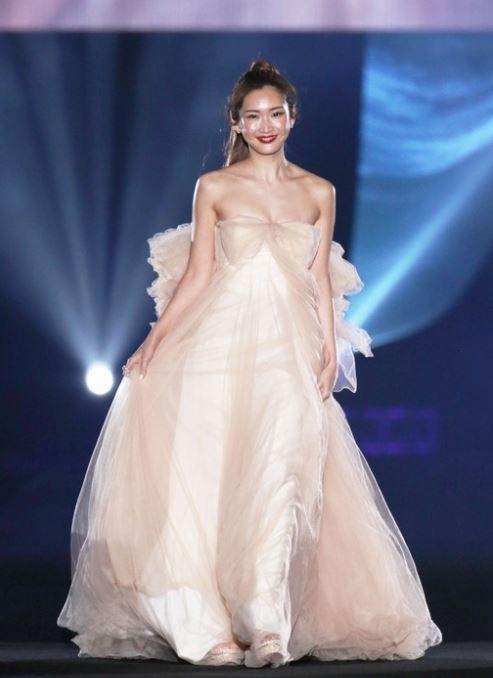 紗栄子(32)のヌードカラーのドレス姿がエロいww【エロ画像】