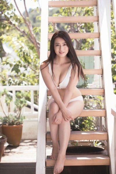 元女子アナ薄井しお里(28)の水着グラビアがエロいww【エロ画像】