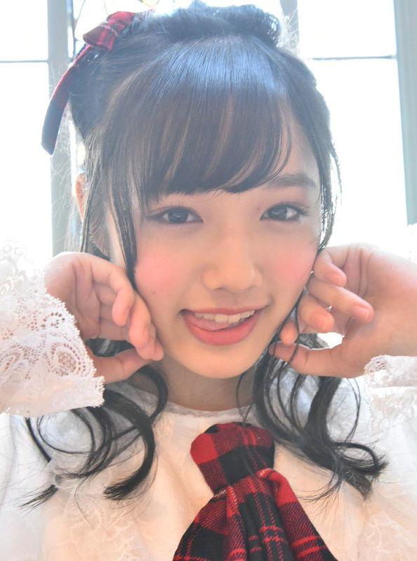 安藤咲桜(16)舌ペロしてるJKアイドルがぐうシコww【エロ画像】