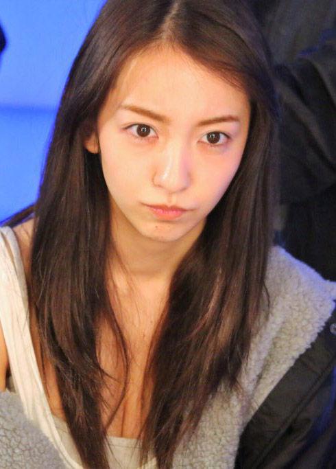 板野友美(27)の写真集の最新胸チラおっぱいww【エロ画像】