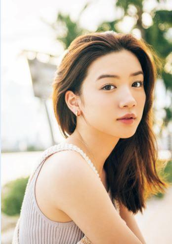 永野芽郁(19)の写真集、カレンダーの美肌グラビアがエロいww【エロ画像】