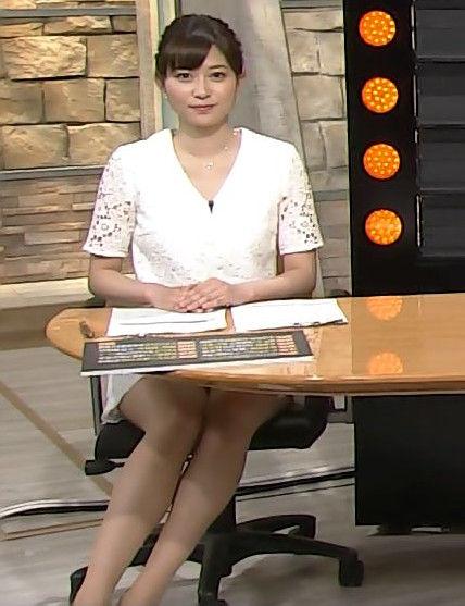 久冨慶子アナ(27)のムチムチ太ももがたまらん!報ステでミニスカ挑発!