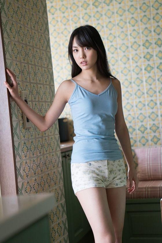 モー娘・飯窪春菜(23)キャミ姿に水着姿がぐうシコww【エロ画像】