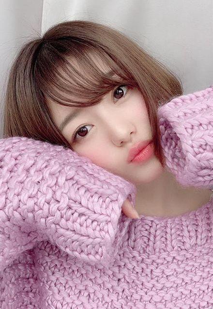 萩田帆風(18)の萌え袖ニット姿に水着がエロいww【エロ画像】