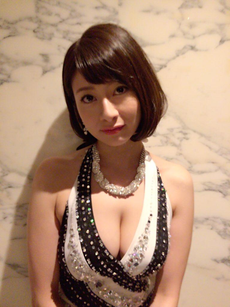 大塚千弘(30)巨乳胸チラ!キャバ嬢役が大人の色気ムンムンでぐうシコww【エロキャプ画像】