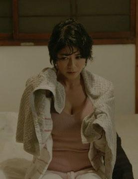 真木よう子(36)の最新ドラマでの胸チラ谷間がエロいww【エロ画像】
