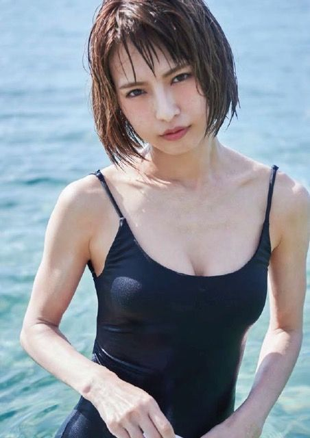 SCANDAL・HARUNA(30)の写真集の初水着ショットが抜けるww【エロ画像】