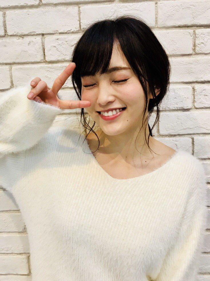 山本彩(24)の白い着衣ニット巨乳がエロいww【エロ画像】