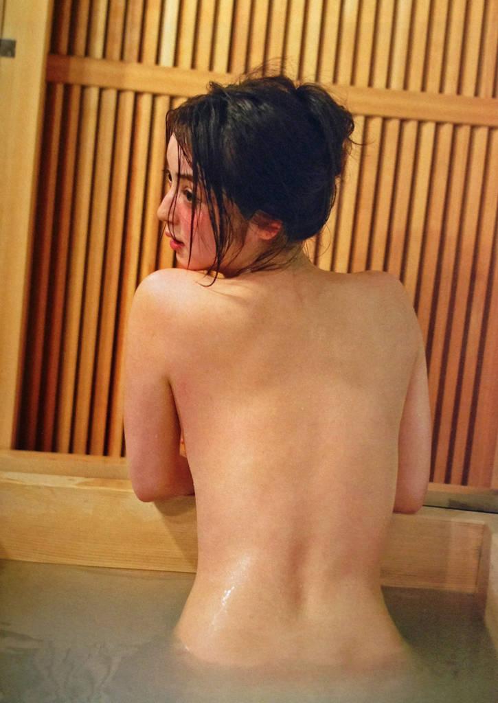 佐々木希(28)しっぽり温泉旅行の入浴ヌード写真集やグラビアがエロすぎてオナニー捗り過ぎるww【エロ画像】