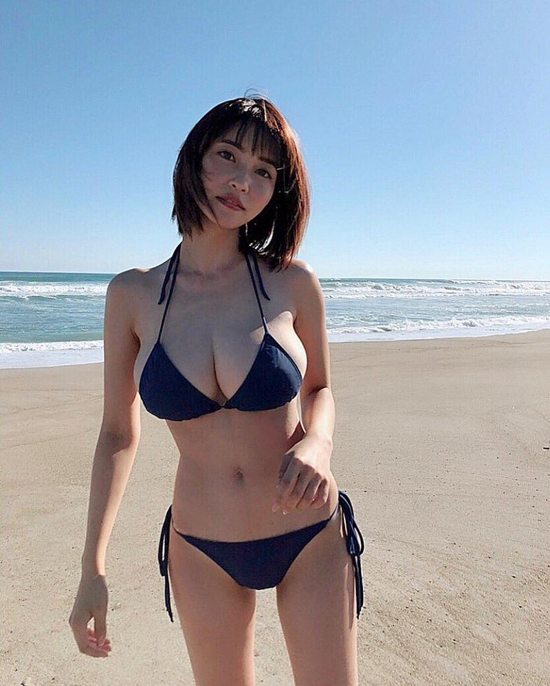 岸明日香(27)の最新写真集がスタイル抜群でエロいww【エロ画像】