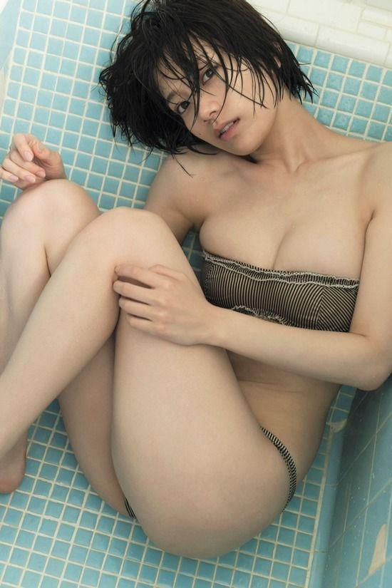 佐藤美希(25)のW杯中継キャスターの写真集先行カットがぐうシコww【エロ画像】