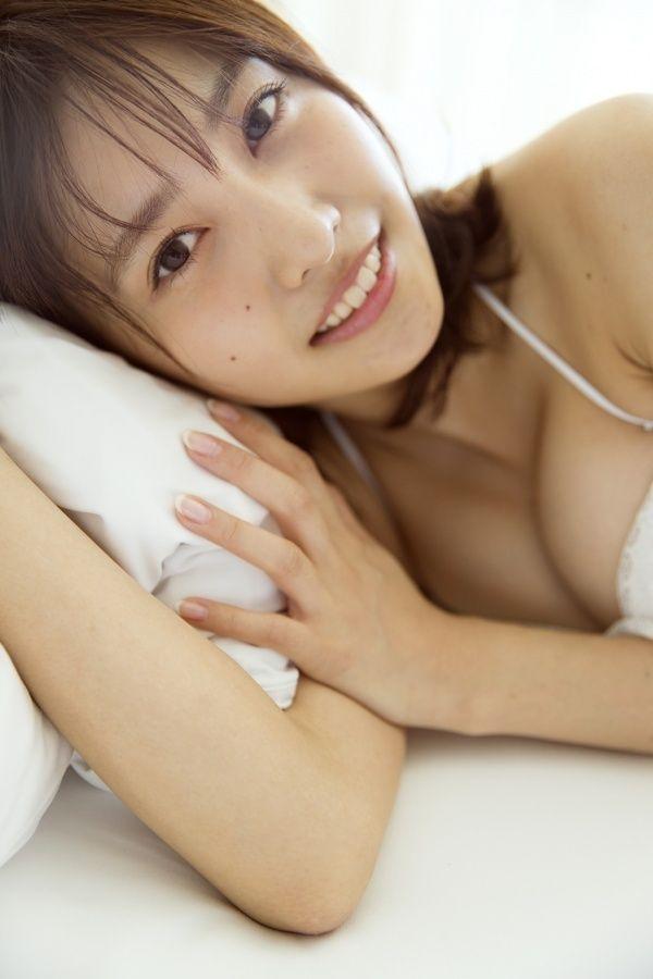 佐野ひなこ(22)の最新グラビアのFカップクビレボディがけしからんww【エロ画像】