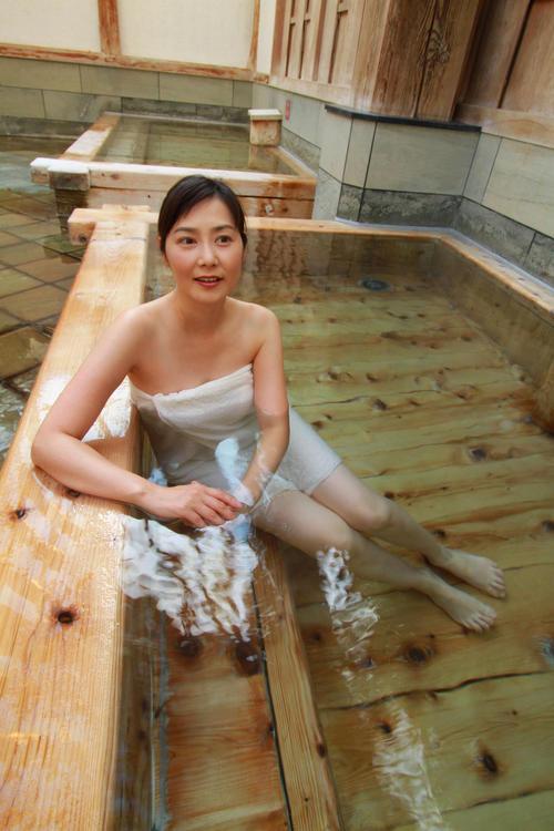 牧野光子(45)温泉本で入浴シーンを披露した美熟女ww【エロ画像】