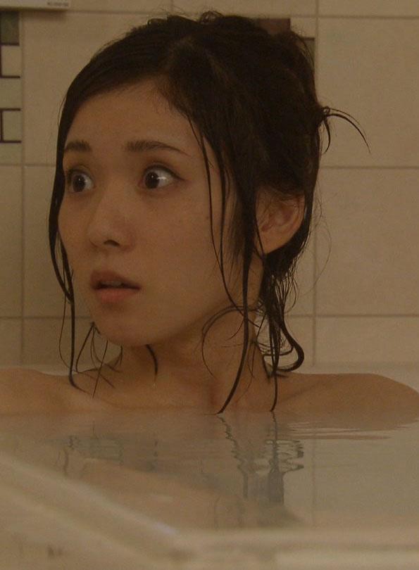 松岡茉優(22)清楚女優の入浴シーンがなかなか抜けるww【エロ画像】