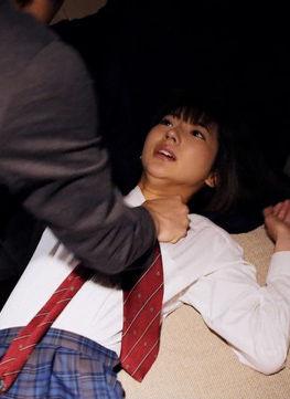 武田玲奈(21)の制服姿でレイプされるシーンがぐうシコww【エロ画像】