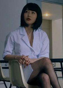 横山由依(25)のエロ教師役の網タイツ姿がエロいww【エロ画像】