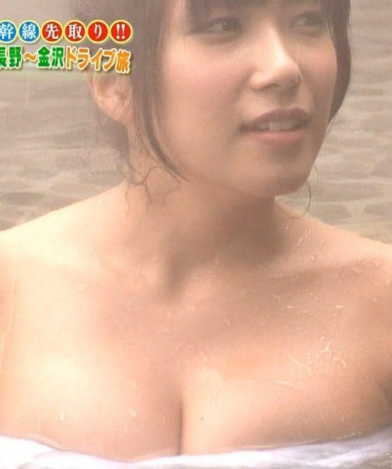 元SKE・佐藤聖羅(22)が温泉で巨乳見せびらかしてるwwwこのおっぱいに入浴剤擦り込んであげたい【エロ画像】