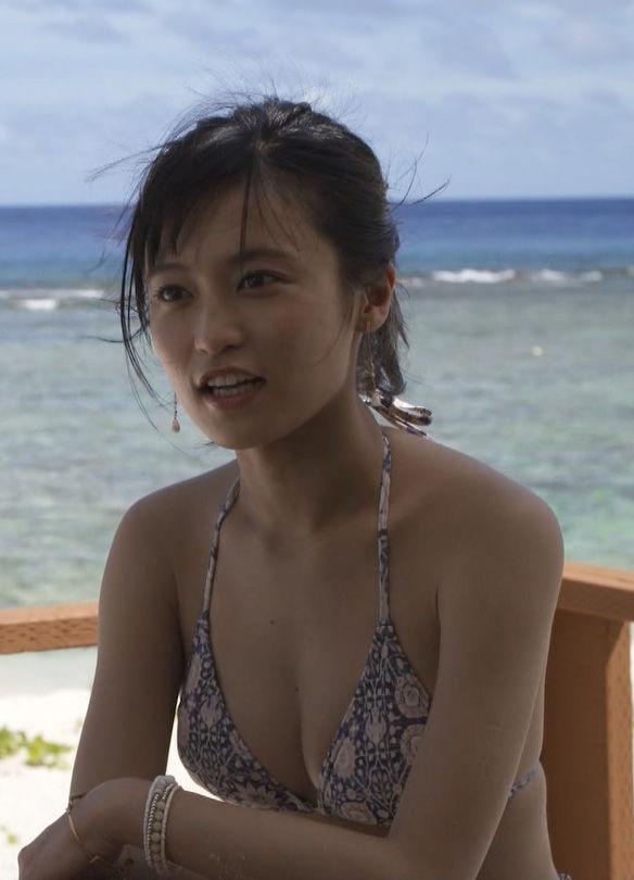 小島瑠璃子(23)がタビフクでSNSで話題だった水着姿を披露ww【エロ画像】