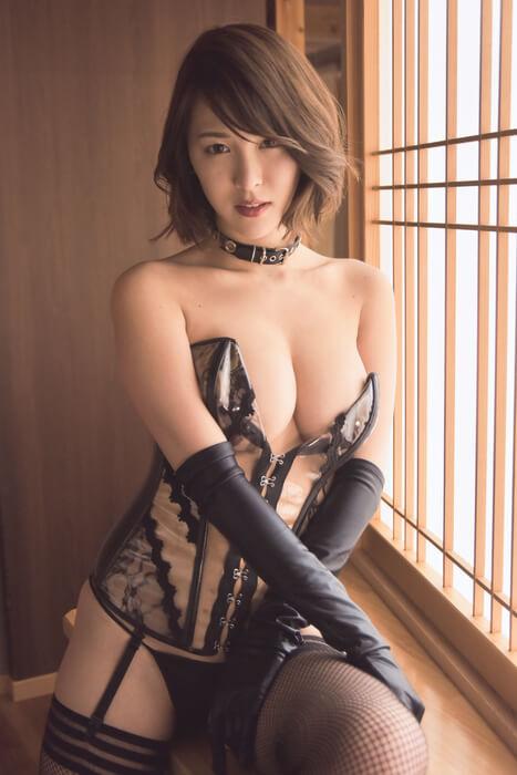 奈月セナ(22)のS嬢ボンテージ姿の最新グラビアがぐうシコww【エロ画像】