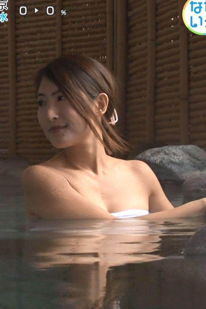 スイカップ古瀬絵理アナ(40)のバスタオル一枚の入浴シーンがエロいww【エロ画像】
