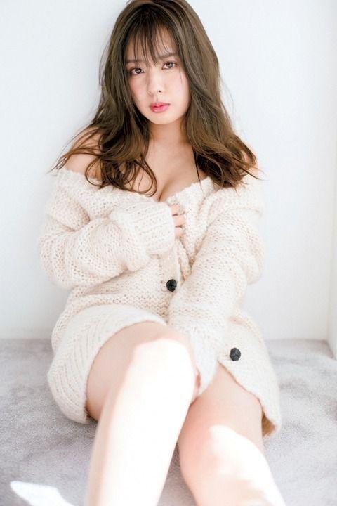 山田菜々(25)セクシーランジェリー姿がセクシーなカレンダーww【エロ画像】