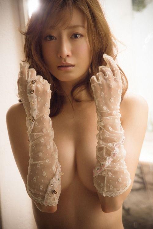 松本まりか(33)のセクシーランジェリーグラビアがぐうシコww【エロ画像】